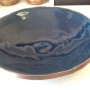 Céramique contemporaine, plat de Myrtille Kardous, ancienne élève de l'école Créamik
