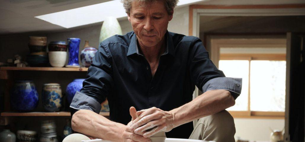 Matthieu Liévois, potier céramiste, dans son centre de formation à la céramique, Créamik