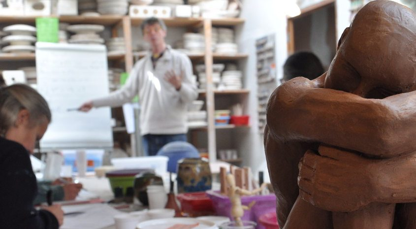 Creamik school, professional pottery and ceramics training, online course on glazing, Matthieu Lievois