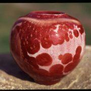 Céramique de Matthieu Liévois, cristaux rouge