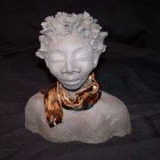 Travaux d'une ancienne élève de l'école Créamik : sculpture d'un buste de Anne Le Lan Tanguy