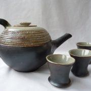 Création d'une ancienne élève de l'école Créamik : théière et tasses de Laure Dagorne