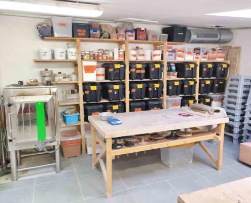 Présentation de locaux de l'école Créamik, formation de céramistes-potiers